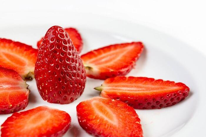 strawberries teeth whitening